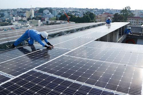 Đề xuất giữ giá 9,35 cent một kWh cho điện mặt trời áp mái tới hết 2021