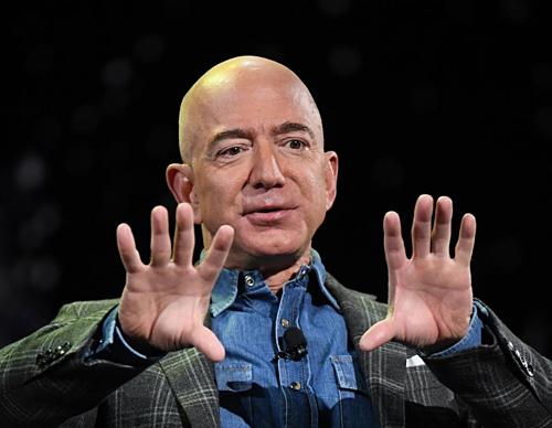 Chủ tịch kiêm CEO Amazon  Jeff Bezos không họp bằng PowerPoint. Ảnh: AFP