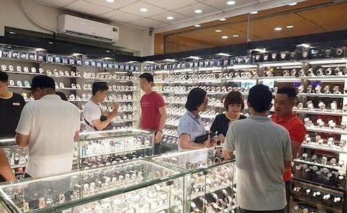 Mỗi cửa hàng Thế Giới Di Động thu tiền tỷ nhờ bán đồng hồ - Ảnh 1