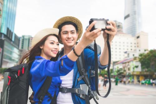 Giới trẻ thời nay có xu hướng chia sẻ trải nghiệm sau mỗi chuyến đi.