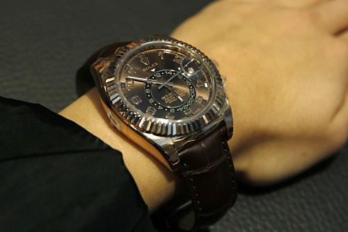 Nhà giàu Mỹ đổ xô bán trang sức, đồng hồ vì giá vàng lên cao - ảnh 1