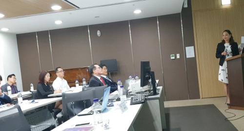 Bà Hoàng Thị Thanh Hải - Phó tổng giám đốc Hải Phát Toàn Cầu giới thiệu sản phẩm tại Art Hall 251 Yeoksam-ro, Gangnam-gu, Seoul, Hàn Quốc.