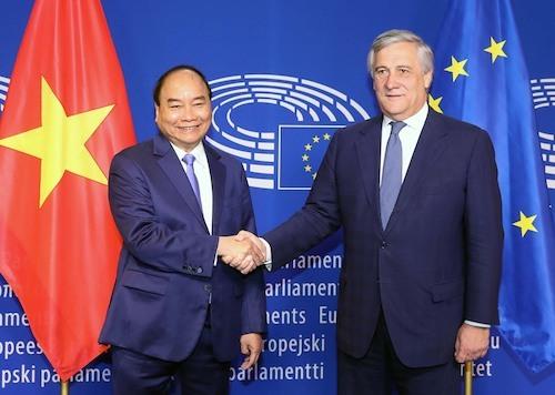 Thủ tướng Nguyễn Xuân Phúc gặp Chủ tịch Nghị viện châu Âu Antonio Tajani trong chuyến thăm EU vào tháng 10/2018. Ảnh: VGP