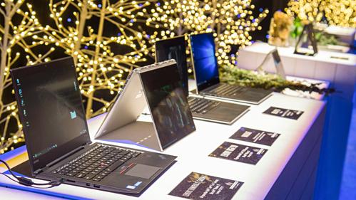 Trung Quốc đang là nước sản xuất laptop và smartphone lớn nhất thế giới. Ảnh: AP