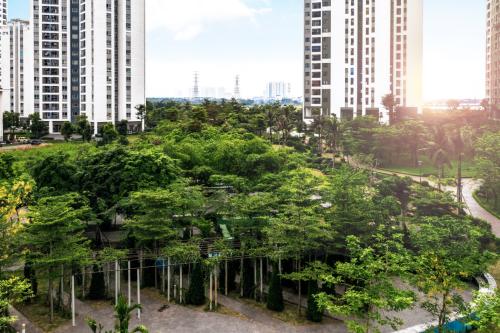 Không gian khu đô thịHồng Hà Eco City với nhiều cây xanh.