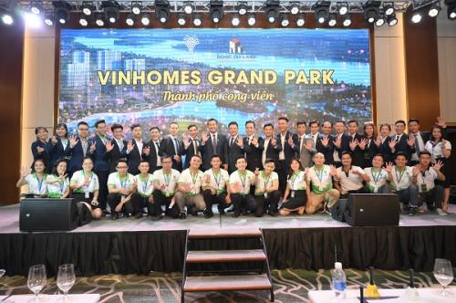 Đông Tây Land bán gần 500 căn Vinhomes Grand Park trong ngày ra mắt - 3