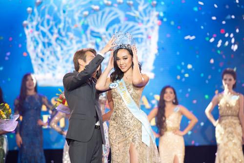 Tân Hoa hậu Đại dương 2019 sinh năm 1999 cao 1,73m với số đo 86-62-94. Cô định cư tại California, Mỹ và đang là sinh viên Đại học Orange Coast.
