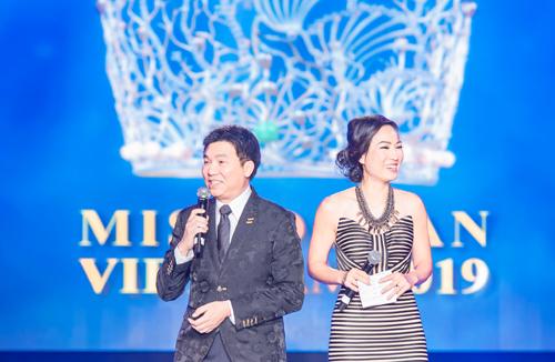 Đêm chung kết Miss Ocean Việt Nam 2019 kéo dài 90 phút qua phần dẫn dắt hài hước của 2 MC là luật sư Nguyễn Hoàng Dũng và Thùy Dương.