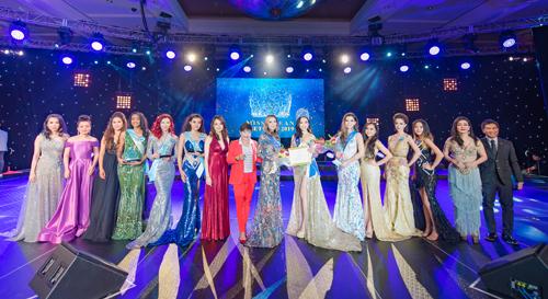 Giải thưởng danh hiệu Á hậu 1 là một vé máy bay hạng Economy từ Mỹ về Việt Nam do Star star entertainment tài trợ, miễn phí phòng ở resort và vé xem các chương trình giải trí tại Mohegan Sun trong vòng 6 tháng. Á hậu 2 nhận một vé máy bay từ Mỹ về Việt Nam do Star star entertainment tài trợ.