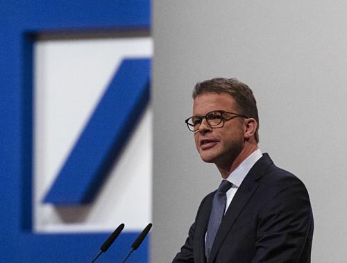 Ngân hàng Deutsche Bank cắt giảm 18.000 nhân lực để cải tổ - Ảnh 1
