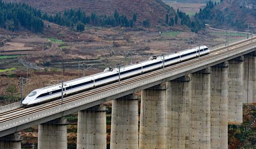 Một tuyến đường sắt cao tốc của Trung Quốc. Ảnh: Xinhua