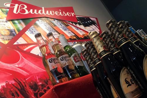 Các sản phẩm của Budweiser Brewing Company APC tại một sự kiện giới thiệu cơ hội đầu tư trước thềm IPO. Ảnh: Reuters