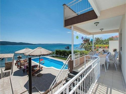 Ngôi nhà thứ hai được ưa chuộng nhờ sản phẩm vừa phục vụ nhu cầu du lịch của gia đình, vừa có thể cho thuê trong thời gian không sử dụng. Ảnh một căn second home tại Croatia cho thuê trên Booking.com.