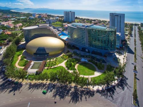 Dự án căn hộ du lịch 5 sao dự kiến xuất hiện trên đường Thi Sách, sát khách sạn Pullman, sở hữu hướng nhìn ra biển.