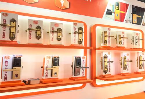 4 thập kỷ phát triển thương hiệu của Khóa Việt-Tiệp