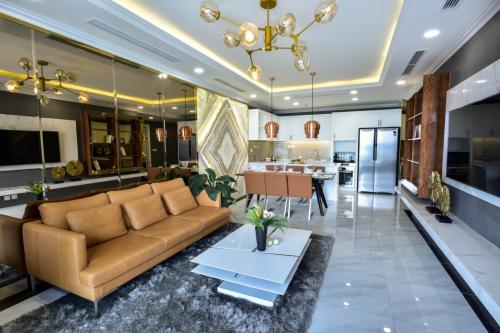 Tân Hoàng Minh chi hơn một tỷ tặng quà khách mua căn hộ D'. Le Roi Soleil