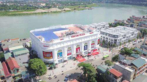 Vincom Plaza Hòa Bình toạ lạc tại mặt đường Cù Chính Lan, bên sông Đà.