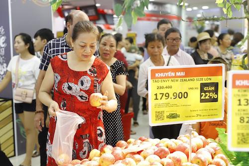 Trung tâm thương mại triển khai loạt chương trình giảm giá trong 2 tuần đầu khai trương.