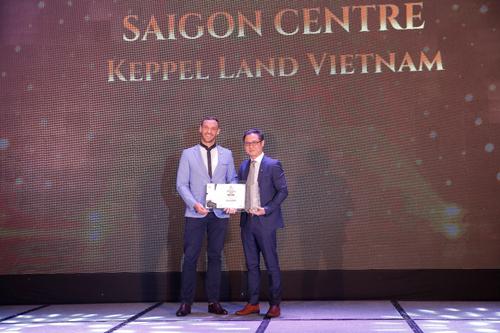 Đại diện Công ty Keppel Land Vietnam nhận giải thưởng.