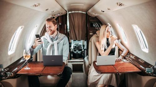 Nhận quà 8 triệu đồng khi mua laptop 14 inch tại Thế Giới Di Động - 1