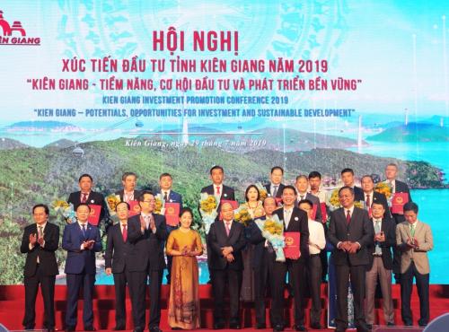 Phó Tổng giám đốc Hasco Group ông Nguyễn Minh Ly nhận quyết định chủ trương chấp thuận đầu tư. hasco group nhận quyết định đầu tư dự án bất động sản tại phú quốc - 827766718-w500-9217-1564395897 - Hasco Group nhận quyết định đầu tư dự án bất động sản tại Phú Quốc