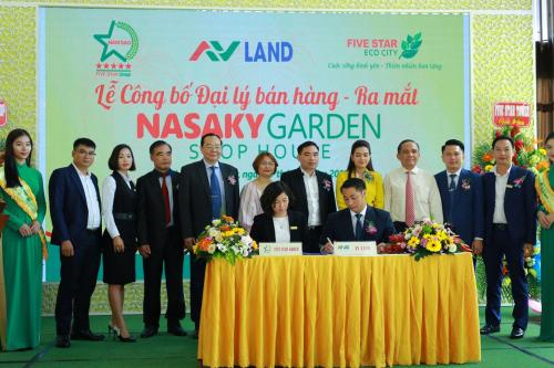 Đại diện AVLand Việt Nam (ngồi bên phải) và Tập đoàn Quốc tế Năm Sao ký kết hợp tác.