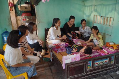 Đỗ Mỹ Linh cùng dàn thí sinh Miss World Vietnam làm từ thiện - 5