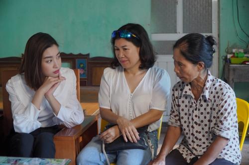 Đỗ Mỹ Linh cùng dàn thí sinh Miss World Vietnam làm từ thiện - 4