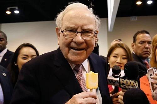 Cong ty cua Warren Buffett so huu 'nui tien mat'
