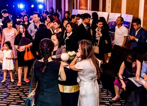Đông đảo khách tham dự sự kiện mở bán Fusion Resort & Villas Đà Nẵng. Sức hút của biệt thự nghỉ dưỡng Fusion Resort & Villas Đà Nẵng Sức hút của biệt thự nghỉ dưỡng Fusion Resort & Villas Đà Nẵng Untitled 9557 1563328556 6713 1565089175