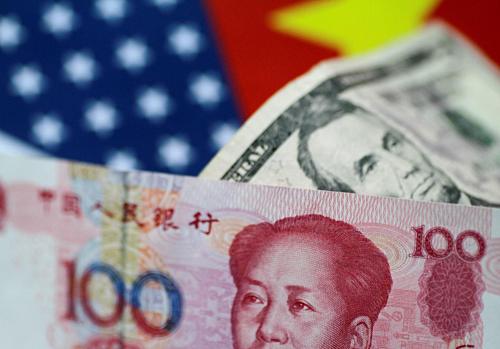 Đồng Nhân dân tệ Trung Quốc và đôla Mỹ. Ảnh: Reuters
