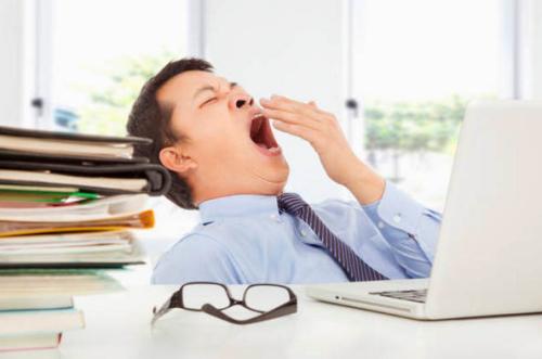 Không ngủ trưa khiến cơ thể mệt mỏi, uể oải.