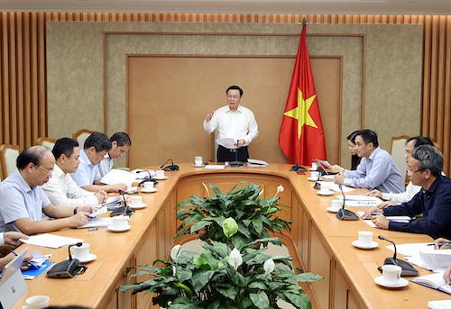 Phó thủ tướng Vương Đình Huệ chủ trì cuộc họp về tình hình nợ nước ngoài quốc gia, trái phiếu doanh nghiệp, ngày 9/8. Ảnh: VGP