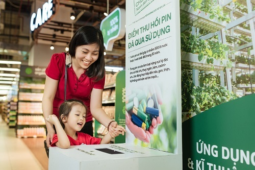Toàn bộ 2.200 điểm bán VinMart & VinMart+ cũng trở thành những địa điểm thu hồi pin đã qua sử dụng góp phần bảo vệ môi trường từ những hành động nhỏ nhất.