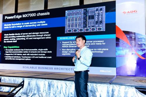 Ông Nguyễn Sỹ Nguyên - chuyên gia tư vấn giải pháp đến từ Dell technologies với phần chia sẻ về công nghệ của Dell EMC cho các doanh nghiệp vừa và nhỏ.