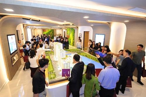Ngay từ khi mới ra mắt, dự án Midtown đã thu hút đông đảo khách hàng đến tìm hiểu sản phẩm.