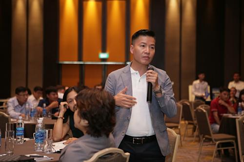 Đại diện nhà thầu đặt các câu hỏi về công năng, ứng dụng của từng dòng sản phẩm giới thiệu tại sự kiện. Ảnh Tuấn Nhu