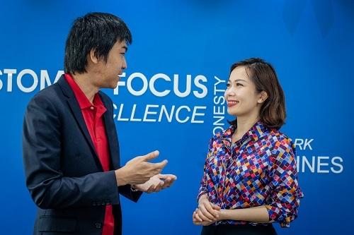 Ông Lê Anh Huy và bà Trần Thu Hương - Giám đốc Chiến lược kiêm Giám đốc Khối Ngân hàng Bán lẻ VIB chia sẻ về mở rộng hợp tác trong tương lai.