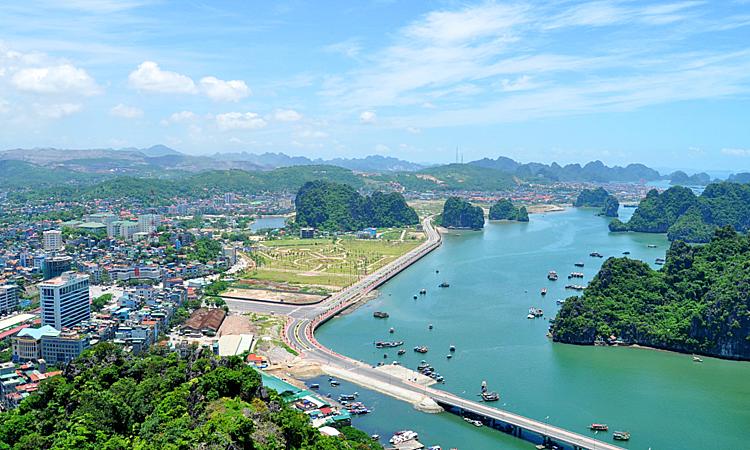 Hòn Gai (Quảng Ninh) - một trong những điểm đến thu hút các chủ đầu tư bất động sản làm condotel, chung cư.