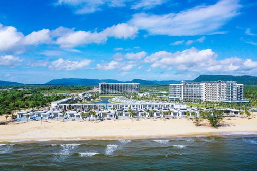 Dự án Mövenpick Resort Waverly Phú Quốc nhìn từ hướng biển. Hơn 200 khách tham dự tour trải nghiệm Mövenpick Resort Waverly Phú Quốc - image005-7002-1566369809 - Hơn 200 khách tham dự tour trải nghiệm Mövenpick Resort Waverly Phú Quốc
