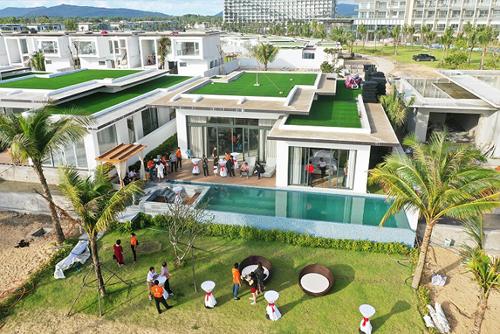 Một trong số căn biệt thự mẫu Mövenpick Resort Luxe Villa Phú Quốc. Hơn 200 khách tham dự tour trải nghiệm Mövenpick Resort Waverly Phú Quốc - image008-4487-1566369810 - Hơn 200 khách tham dự tour trải nghiệm Mövenpick Resort Waverly Phú Quốc