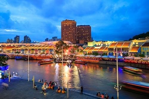 Clarke Quay - khu phố lịch sử thu hút đông khách du lịch tại Singapore.