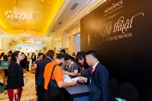 Các khách hàng đăng ký tham dự sự kiện vừa diễn ra tại TP HCM. hơn 200 khách hàng dự ra mắt biệt thự mövenpick resort waverly phú quốc - 1030909991-w500-5273-1566874501 - Hơn 200 khách hàng dự ra mắt biệt thự Mövenpick Resort Waverly Phú Quốc