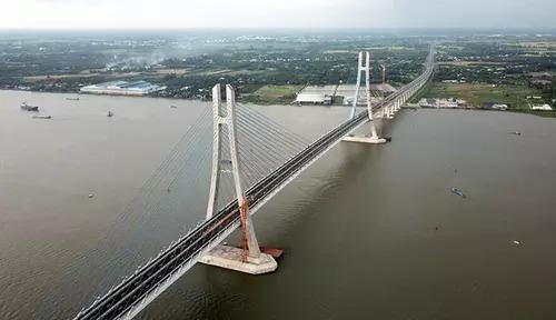 Cầu Vàm Cốngdài 2,97 kmnối quận Thốt Nốt, TP Cần Thơ và huyện Lấp Vò, tỉnh Đồng Tháp. Ảnh: Cửu Long.
