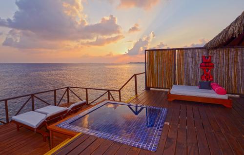 Du khách được trải nghiệm 5 ngày 4 đêm tại resort 5 sao chuẩn quốc tế.