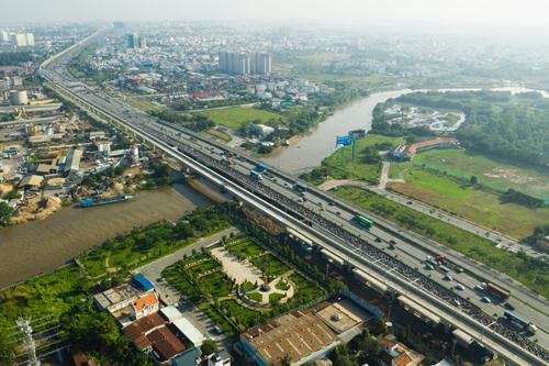 Thị trường bất động sản TP HCM dọc theo tuyến metro. Ảnh: Hữu Khoa