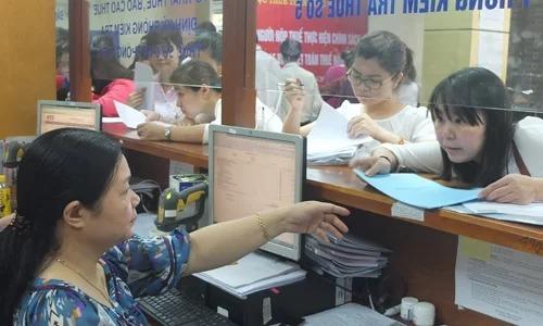 Người nộp thuế tại một cơ quan thuế. Ảnh: Thanh Lan