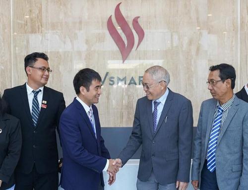 Lãnh đạo Myanmar tham quan nhà máy VinSmart - ảnh 1