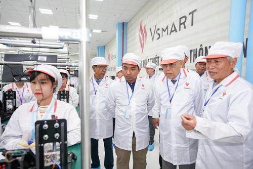 Lãnh đạo Myanmar tham quan nhà máy VinSmart - ảnh 2