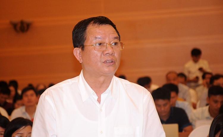 Ông Phạm Đình Thi - Vụ trưởng Chính sách thuế đại diện Bộ Tài chính trả lời về vụ việc Asanzo tại họp báo chiều 4/9. Ảnh: Viết Tuân.